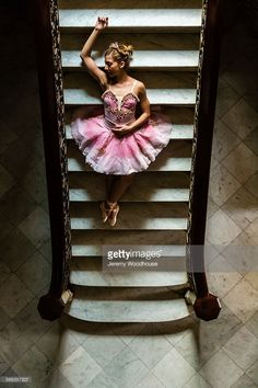 ストックフォト : Hispanic ballet dancer posing on staircase