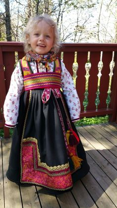 Beltestakk fra Øst-Telemark. Laget av Rosvald Søm Norwegian Clothing, Hot Pink Fashion, Costumes Around The World, Kids Around The World, Child Face, Folk Costume, Traditional Dresses, Folklore, Clothing Patterns