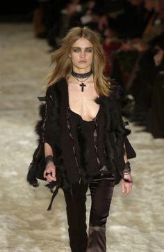 Gucci at Milan Fashion Week Fall 2002 - Runway Photos