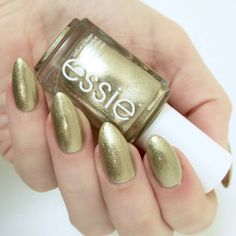 Essie Winter 2016 Collection Getting Groovy review. Pale gold nail varnish, metallic manicure inspiration #talontedlex Metallic Nails, Glitter Nail Art, Gold Nails, Nail Art Diy, Essie Winter 2016, Nail Polish Sets, Nail Polish Colors, Nail Art Techniques, Chrome Nails