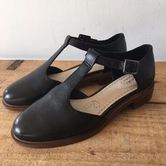 fee6a2b6f1f9d5 Uk size 2.5 e womens clarks taylor palm black leather t bar flats