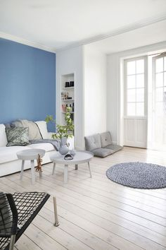 Babyblau als Wandfarbe im Wohnzimmer