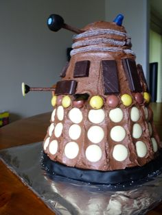 Dalek Cake.  Doctor Who.  This one's a little more in my skill level.  I should try it out!