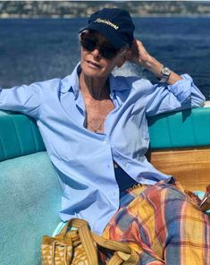 Ageless Style-Linda V Wright - Cindy Hattersley Design Linda V Wright, Fashion Over, Women's Fashion, Spring Fashion, Winter Fashion, Fashion Outfits, Fashion Tips, Looks Chic, Going Gray