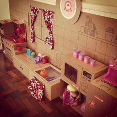 Cozinha de caixas de papelão, papel e pilot