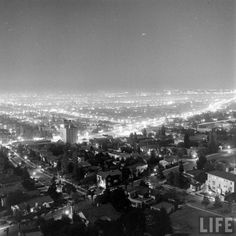 A view from the Hollywood Hills above Santa Monica Boulevard in West Hollywood… Hollywood Night, Hollywood Hills, Golden Age Of Hollywood, West Hollywood, Garden Of Allah, Night On Earth, Santa Monica Blvd, Life Logo, Sunset Strip