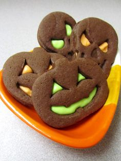 These jack-o-lantern sandwich cookies look happy and delicious. I'll probably try them out next weekend!