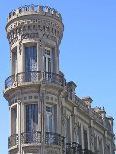 Rincones, Historias y Mitos de Buenos Aires: La Torre del Fantasma Beautiful Architecture, Beautiful Buildings, Architecture Details, Architecture Art, Beautiful Places, Chile, Largest Countries, Countries Of The World, Flatiron Building