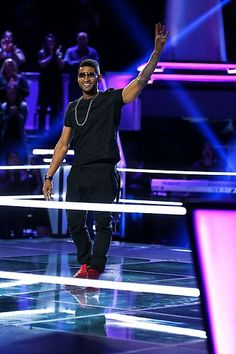 and in the ring, Usher Terry Raymond IV! #TheVoice
