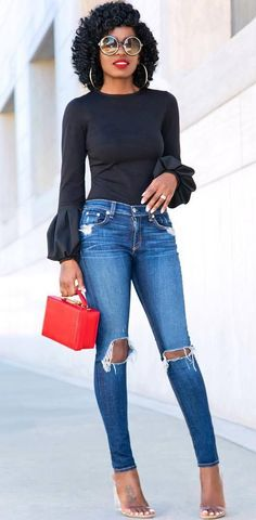 Photo Perfect outfit top + bag + rips + heels from 50 Trendy Outfits To Look Feminine And Elegant This Summer Blue Jeans Outfit Summer, Casual Date Night Outfit, Blue Jean Outfits, Smart Casual Outfit, Stylish Outfits, Cool Outfits, Summer Outfits, Fashion Outfits, Casual Wear