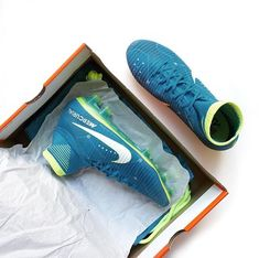Soccer Boots, Football Shoes, Nike Cleats, Soccer Cleats, Football Cards, Football Players, Soccer Stuff, Everton Fc, Neymar Jr