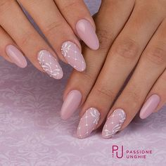 Semi-permanent varnish, false nails, patches: which manicure to choose? - My Nails Rose Nails, Purple Nails, Flower Nails, Gelish Nails, Nail Manicure, My Nails, Hair And Nails, Nagellack Design, Nagellack Trends