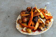 Ovnsbakte grønnsaker med naturligsmak. Ferske grønnsaker rett fra jorden trenger nesten ikke krydder. De er naturlige smaksbomber!