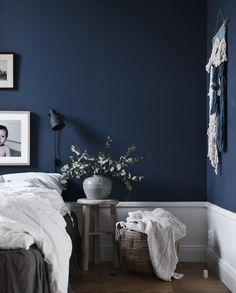 Best Modern Blue Bedroom for Your Home - bedroom design inspiration - bedroom design styles - bedroom furniture ideas - A modern motif for your bedroom can be simply achieved with bold blue wallpaper in an abstract layout as well as patterned bedlinen. Navy Blue Rooms, Dark Blue Bedrooms, Dark Blue Walls, Navy Blue Decor, Dark Blue Living Room, Blue Bedroom Decor, Bedroom Colors, Home Bedroom, Modern Bedroom