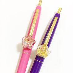 左…インカローズ 右…ルチルクオーツ ローズ型オルゴナイト付き。 ペン色はピンクと紫。