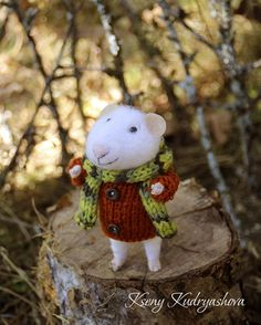 needle felted autumn traveler mouse tourist mouse