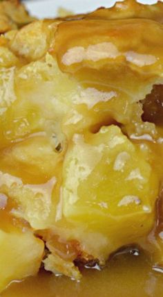 This Pineapple Bread Pudding is a little piece of Hawaiian sunshine. This moist bread pudding is filled with chunks of fresh pineapple and drizzled with m Pineapple Bread Pudding, Banana Pudding, Hawaiian Bread Pudding Recipe, Pineapple Cobbler, Protien Pudding, Pudding Corn, Suet Pudding, Pineapple Delight, Biscuit Pudding