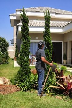 Tips, methods, also overview with regard to obtaining the very best outcome and also creating the optimum use of Waterwise Landscaping Modern Landscaping, Front Yard Landscaping, Landscaping Ideas, Lawn Sprinklers, Garden Doors, Plant Species, House Front, Landscape Design, Pergola