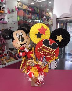 Diy Food Gifts, Paper Crafts, Diy Crafts, Candy Bouquet, Kinds Of Salad, Gift Baskets, Origami, Mickey Mouse, Balloons