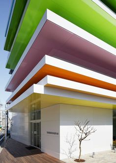 Edifício do Sugamo Shinkin Bank por Emmanuelle Moureaux