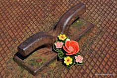 keramiek voor buiten inspiratie boeketje Foto by Jen van Wijngaarden Beautiful pic of the Famous French Ceramic Flowers Prachtige foto van het boeketje met klaproos Fleurs ceramique de France