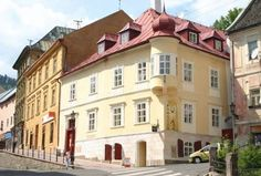 Penzion Cosmopolitan II. Banska Stiavnica Situated in the historical, UNESCO-protected centre of Banska Stiavnica, Penzion Cosmopolitan II. offers free public Wi-Fi. The rooms and suites have vaulted ceilings and feature original wooden elements.