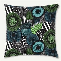 Add the ultimate pop of color and pattern to your sofa with the Pieni Siirtolapuutarha cushion cover by Marimekko. The classic floral pattern was designed by Maija Louekari and is a real Marimekko favorite. Mix and match with other bold textiles by Marimekko for a bold, Finnish design to your home.