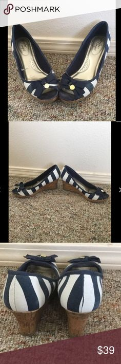 New Listing Sz 8 Deflex Comfort Nautical Shoes Deflex Comfort Wedges  Size 8  Great condition! Some discoloring on wedge. See close up pictures. Super cute! Deflex Comfort Shoes Wedges