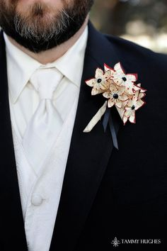 Paper Flower Grooms Boutonniere- 5 Flowers, wedding accessory, groomsmen, wedding, handmade, origami, paper flowers. $15.00, via Etsy.