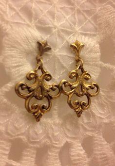 Vintage Brass Fleur De Lis Earrings by LunchBreakBoutique on Etsy