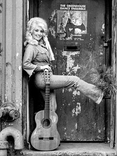 A&E's new documentary will explore the life and career of Dolly Parton, from her early life in poverty to her countless hits and anniversary on the Grand Ole Opry. Bar Country, Vintage Country, Country Music, Bedroom Wall Collage, Photo Wall Collage, Picture Wall, Wall Art, Cowboy Photography, White Photography