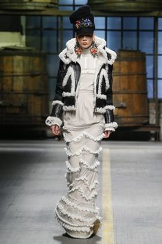 DSQUARED2 |  Fall 2017  | Women Menswear Collection | Black&white shearling on white rills and froth dress