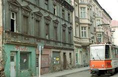 Das war die DDR: So sieht es 1993 in der Kietzer Straße in Alt-Köpenick aus. Anwohner schließen sich zu Initiativen zusammen, um ihr Lebensumfeld zu verschönern.