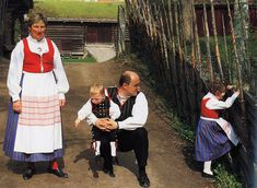 FolkCostume&Embroidery: Overview of Norwegian Costumes. Part the Southeast. Norwegian Clothing, Beautiful Costumes, Lofoten, Folk Costume, Antique Photos, Traditional Dresses, Alter, Norway, Folk Art