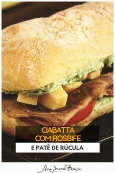 O lanche de ciabatta com rosbife e patê de rúcula é leve e tem um sabor especial #brunch cafedamanha Ciabatta, Hot Dog Buns, Hot Dogs, Brunch, Bread, Chicken, Ethnic Recipes, Rice Dishes, Sauces