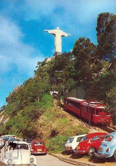 Rio de Janeiro, Corcovado 1970.  http://1.bp.blogspot.com/-3klPbjpKbME/UJRcVyW0G_I/AAAAAAAABeM/w4nLvacaP4M/s1600/RIO+DE+JANEIRO+-+CORCOVADO+COM+BONDINHO.jpg