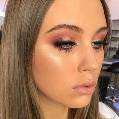Idée Maquillage Währenddessen arbeite ich in Adelaide nur mit . - Beauté - Make Up Ball Makeup, Eye Makeup, Dior Makeup, Simple Makeup, Natural Makeup, Bridal Makeup, Wedding Makeup, Silvester Make Up, Makeup Guide