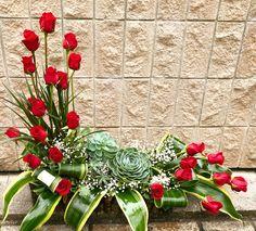 Rosas Rojasy Lirios! llámanos al 23339008 de #floralesbelmont #floristería #flores #flowers #rosas #roses #redroses #guatemala #flowerarrangement #beautiful #love #gifts #arreglosflorales #flowerarrangement #lirios #flowerdesign #eventos #events #decoraciones #decoraciondeeventos #instagrammer #flowerlovers #flowerstagram #redandwhite #arreglosparatodaocasion