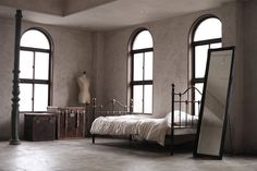 """ハルさん@トルテ on Twitter: """"びっくりするほどバズったのでおすすめスタジオ紹介しときます!  京都のアンティークな レンタルフォトスタジオ  「スタジオトルテ」 @studio_torte  「スタジオサイトル」 @studio_saitol… """" Oversized Mirror, Studio, Twitter, Home Decor, Decoration Home, Room Decor, Studios, Home Interior Design, Home Decoration"""