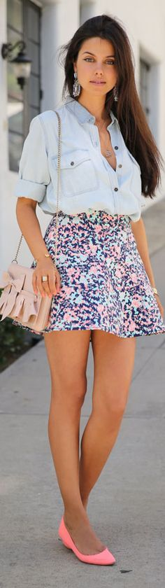 Lovely floral skirt and denim top fashion.so I can channel my inner Kelly Kapowski Mode Outfits, Fashion Outfits, Womens Fashion, Skirt Outfits, Chic Outfits, Teen Fashion, Fashion 2015, Trending Fashion, School Outfits