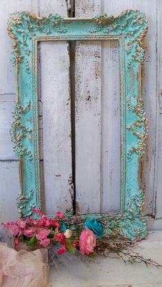 Decorating Ideas Vintage Aqua picture frame wall decor hint of turquiose ornate accented gold shabby chic. Aqua picture frame wall decor hint of turquiose ornate accented gold shabby chic. Home Decorating Ideas Vintage Cocina Shabby Chic, Shabby Chic Kitchen, Shabby Chic Homes, Shabby Chic Garden, Vintage Frames, Vintage Decor, Vintage Mirrors, Vintage Ideas, Collage Vintage