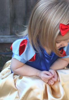 Snow White sleeves tutorial for a dress for Claire to meet the princesses at Disney... but hers will be cotton so it isn't too hot