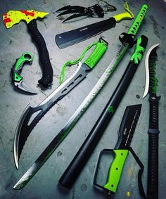 Damn this is fat Zombie Weapons, Ninja Weapons, Anime Weapons, Weapons Guns, Fantasy Weapons, Pretty Knives, Cool Knives, Zombie Apocalypse Survival, Survival Weapons