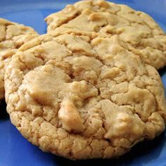 Chewy Maple Cookies- reduce both sugars by a bit, reduce salt by a bit and add chocolate chips. Cookie Desserts, Just Desserts, Cookie Recipes, Delicious Desserts, Dessert Recipes, Yummy Food, Healthy Food, Candy Recipes, Stay Healthy