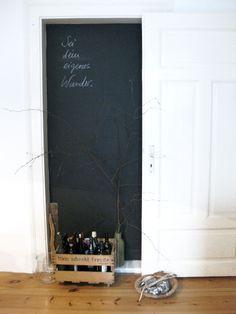 ... in einer ehemaligen Tür in der Wohnküche.