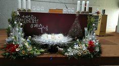 Church Christmas Decorations, Altar Decorations, Christmas Centerpieces, Flower Decorations, Holiday Decor, Christmas Flower Arrangements, Floral Arrangements, Altar Design, Church Flowers