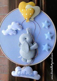 Lembrancinhas, quadros, móbiles e portas de maternidade personalizadas para o bebê. Diy Crafts For Girls, Baby Crafts, Felt Crafts, Diy For Kids, Diy And Crafts, Hand Embroidery Projects, Baby Embroidery, Baby Boy Nursery Decor, Baby Decor
