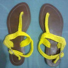 Sandalias tejidas amarillo electrico