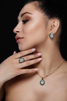 Altın Küpe modelleri ve daha fazlası @altinkaynak'da sizleri bekliyor . #altın #Küpe #kampanya #Zarafetinkaynağı Golden Earrings, Hair Shows, Dark Hair, Diamond Earrings, Marketing Ideas, Media Marketing, Model, Jewelry, Social Media