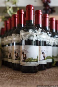 Decorazioni e presentazione per le bomboniere di nozze #matrimonio #nozze #sposi #sposa #bomboniere #rustichic #bohochic #invitatinozze #wedding #weddingideas #vino